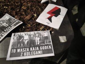 Ulotki rozdawane podczas protestu o prawa kobiet