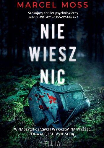 Tytuł książki na tle lasu, na drugim planie zakrwawiony plecak